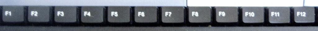 Bilde av funksjonstastene F1 til F12 på et tastatur.
